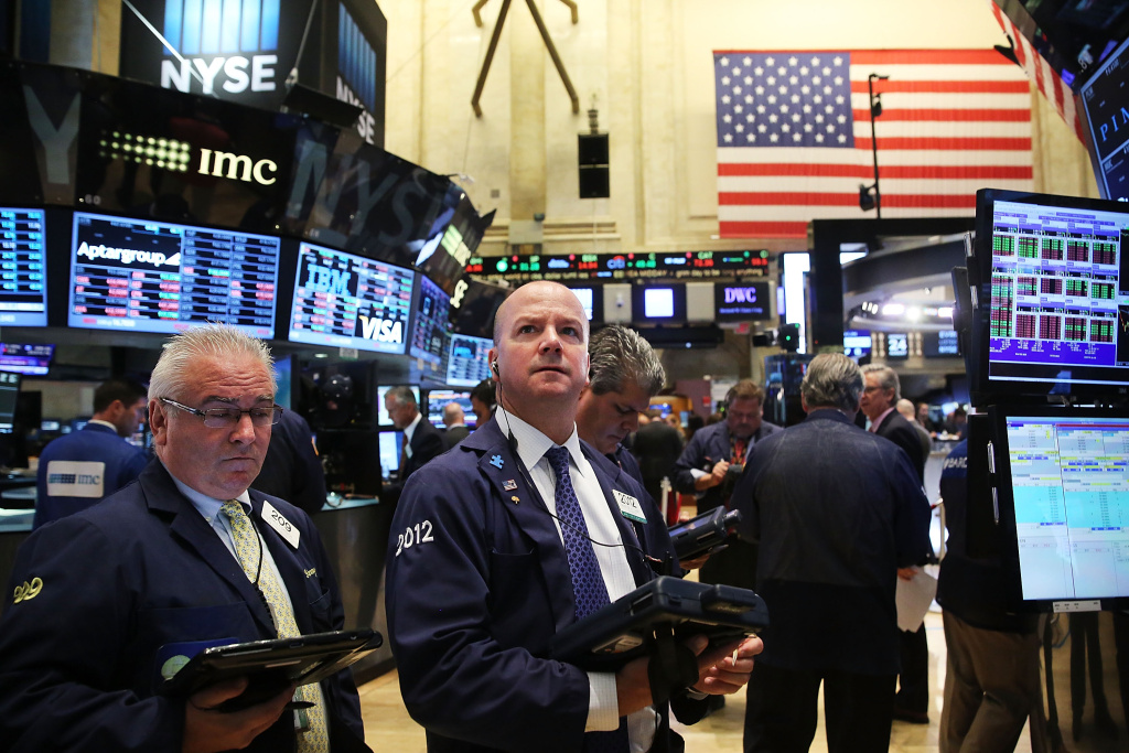 Traders work on the floor of the New York Stock Exchange (NYSE) on August 24, 2015 in New York City. As the global economy continues to react from events in China, markets dropped significantly around the world on Monday. The Dow Jones industrial average briefly dropped over 1000 points in morning trading.