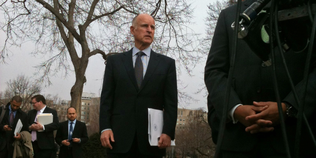 File: Gov. Jerry Brown stands away from other Democratic governors at the White House.