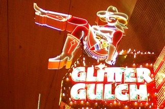 Can male visitors to Las Vegas's famous Glitter Gulch detect when lap dancers are ovulating?