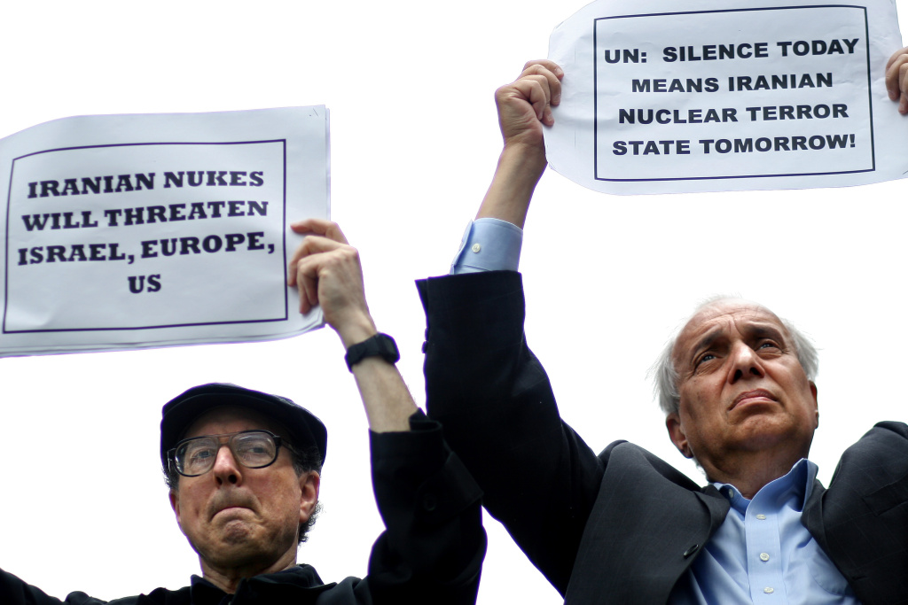 Protesters against Iranian nuclear weapons gather in front of the United Nations, New York, 2010.