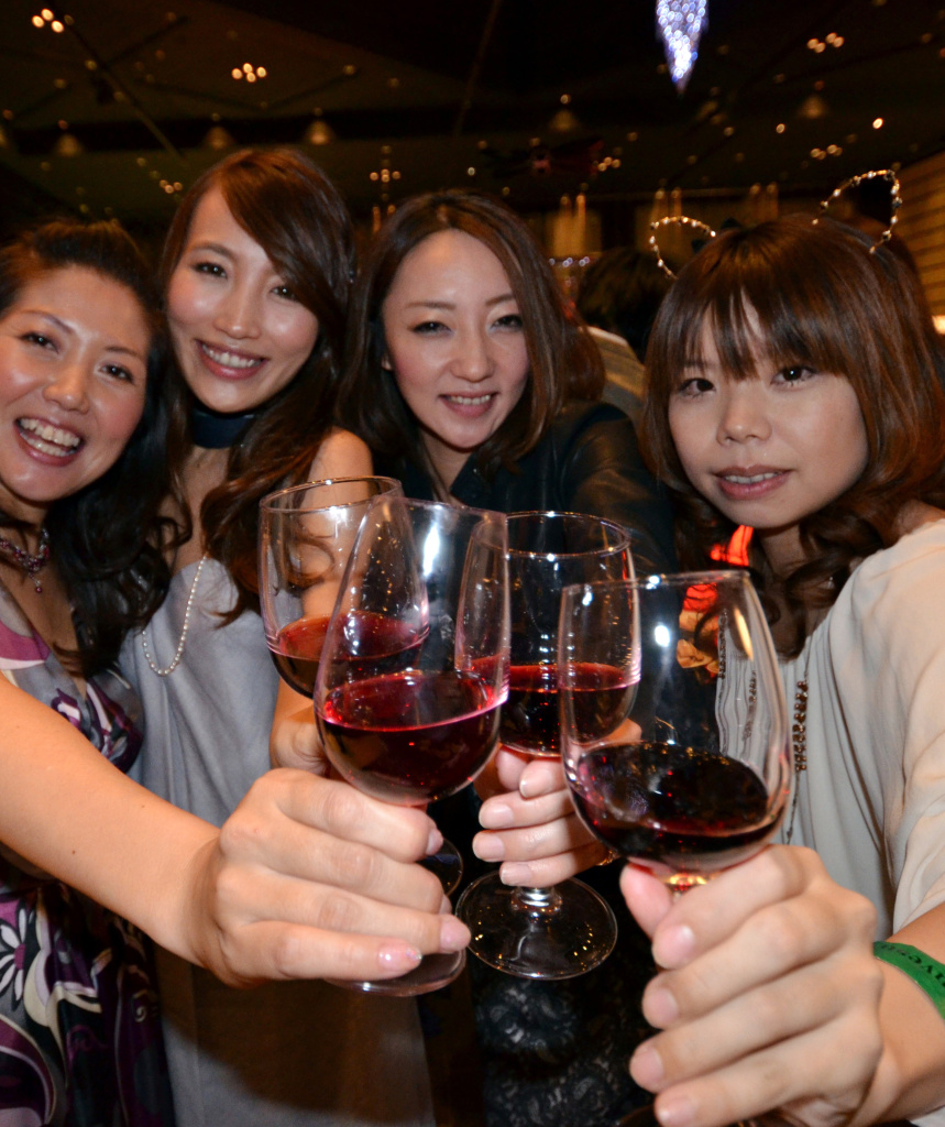 Guests enjoy the 2012 vintage Beaujolais Nouveau wine in Tokyo on November 15, 2012, after the embargo on the wine was removed at midnight.