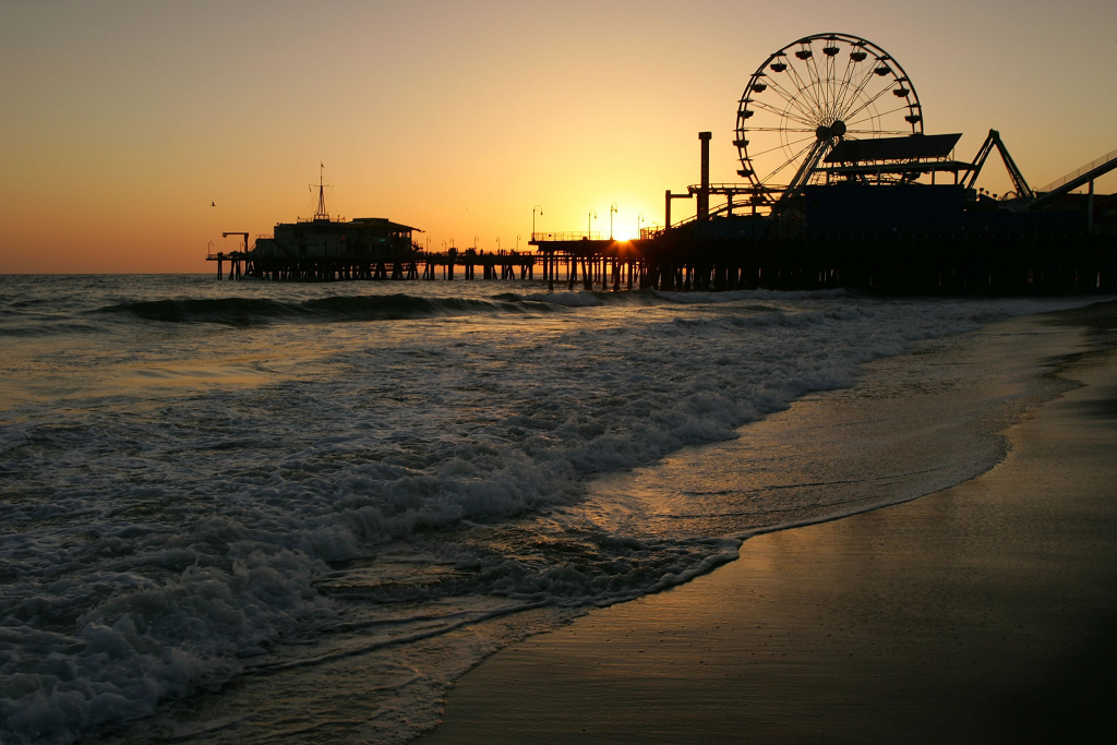 Environmental group Heal the Bay regularly rates the Santa Monica Pier as one of the worst in Southern California, based on dry-weather water quality testing. An online tool now offers real-time predictions of fecal bacteria pollution at the Pier.