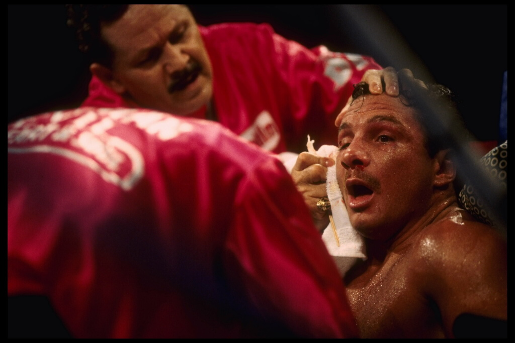 25 Jun 1995:  Boxer Vinny Pazienza is cleaned up in his corner by his trainers during their bout in Atlantic City, New Jersey.