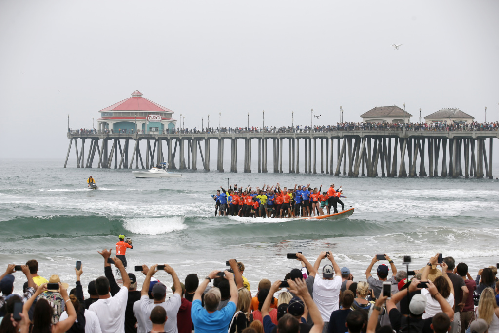 Surf City Usa Guinness World Records Surfing Le Broken In Huntington Beach 89 3 Kpcc