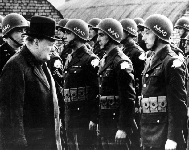 WWII CHURCHILL REVIEWS US TROOPS