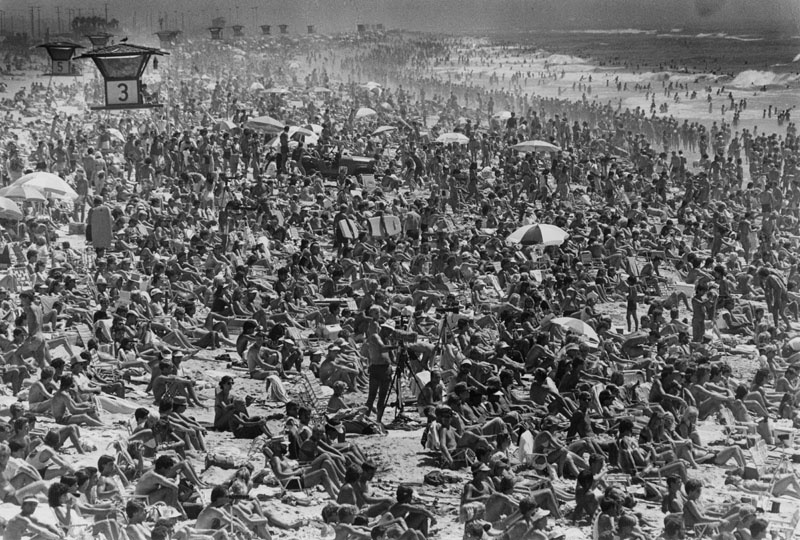 Sept. 3, 1983: Spectators crowd Huntington Beach for surfing championships, which continue today, and one onlooker, ...