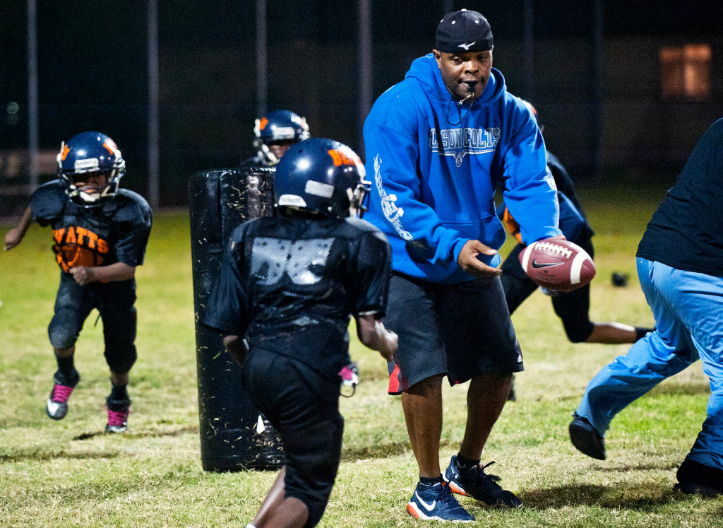 News El Paso >> LAPD form a pee-wee football team for young boys living in the Watts area | 89.3 KPCC