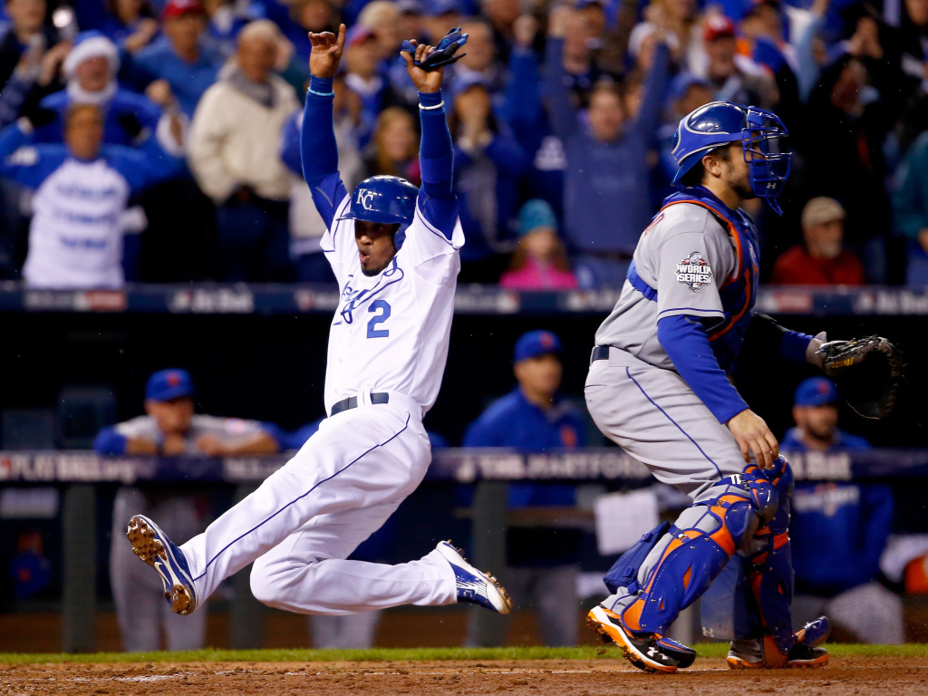Alcides Escobar of the Kansas City Royals scores a run in the fifth inning against the New York Mets in Game 2 of the 2015 World Series.