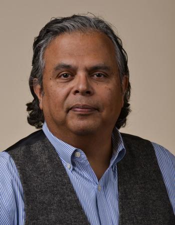Oscar Garza headshot
