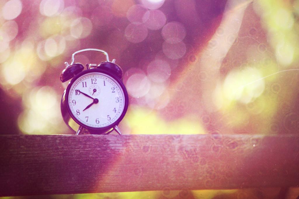 clock sundial sunlight daylight savings time