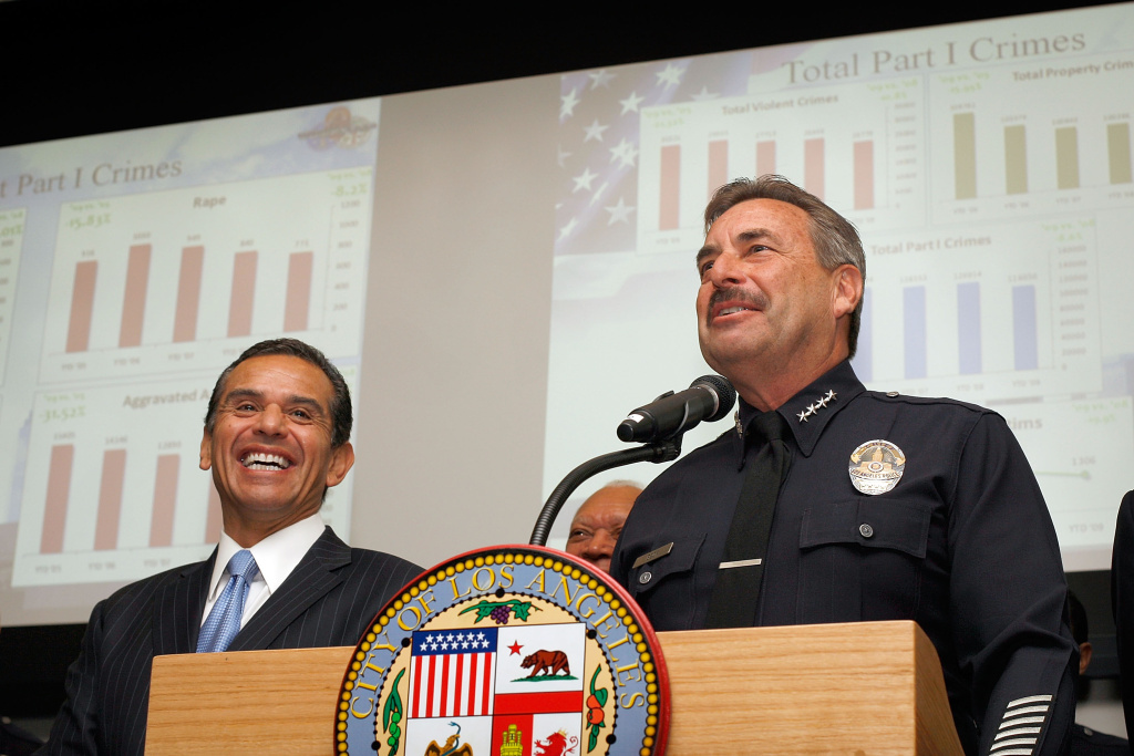 Los Angeles mayor Antonio Villaraigosa (L) and police chief Charlie Beck (R) announce the 2009 crime statistics for Los Angeles on January 6, 2010 in Los Angeles.