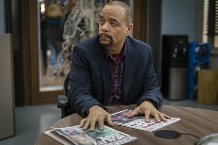 (l-r) Robert John Burke as Capt. Ed Tucker, Mariska Hargitay as Lieutenant Olivia Benson.