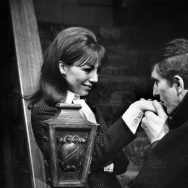"Kathryn Leigh Scott as Maggie Evans, one of several roles she played on ""Dark Shadows,"" with Jonathan Frid as Barnabas Collins, the vampire with a conscience."