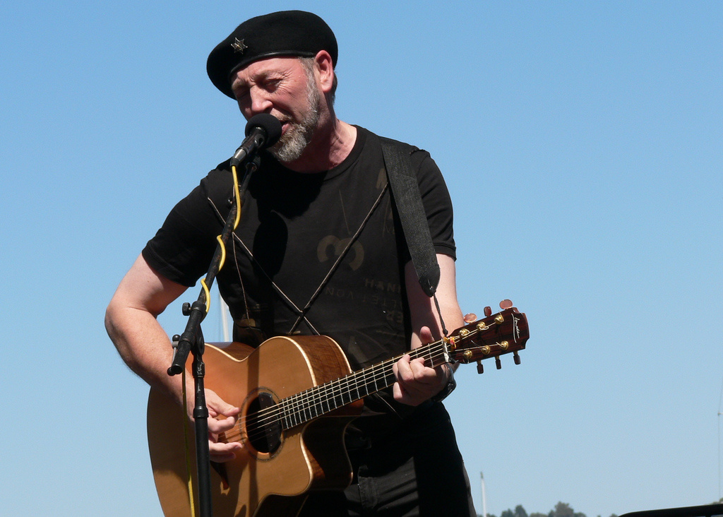 Richard Thompson performing in Sausalito in September 2008