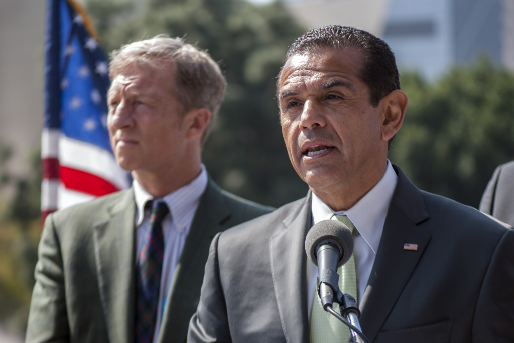 On March 22, Los Angeles Mayor Antonio Villaraigosa describes his motives for committing Los Angeles to the Kyoto Protocol and eliminating coal as a source of the city's power by 2025. The decision by Villaraigosa was lauded by Former Vice President Al Gore, who was also in attendance.