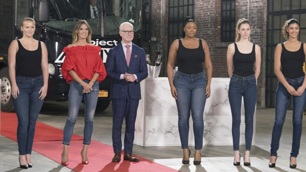 Heidi Klum and Tim Gunn pose with some of the models working in the 16th season of Lifetime's <em>Project Runway</em>.