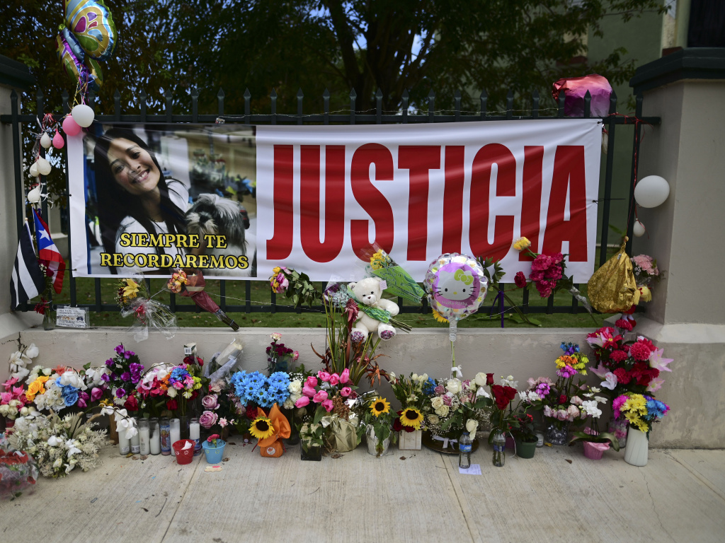 Flowers, balloons and a poster with the Spanish word for