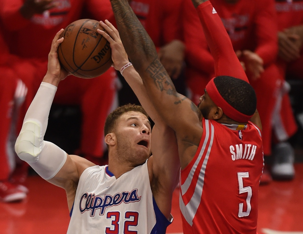 Blake Griffin of the Los Angeles Clippers (L)     AFP PHOTO / MARK RALSTON        (Photo credit should read MARK RALSTON/AFP/Getty Images)