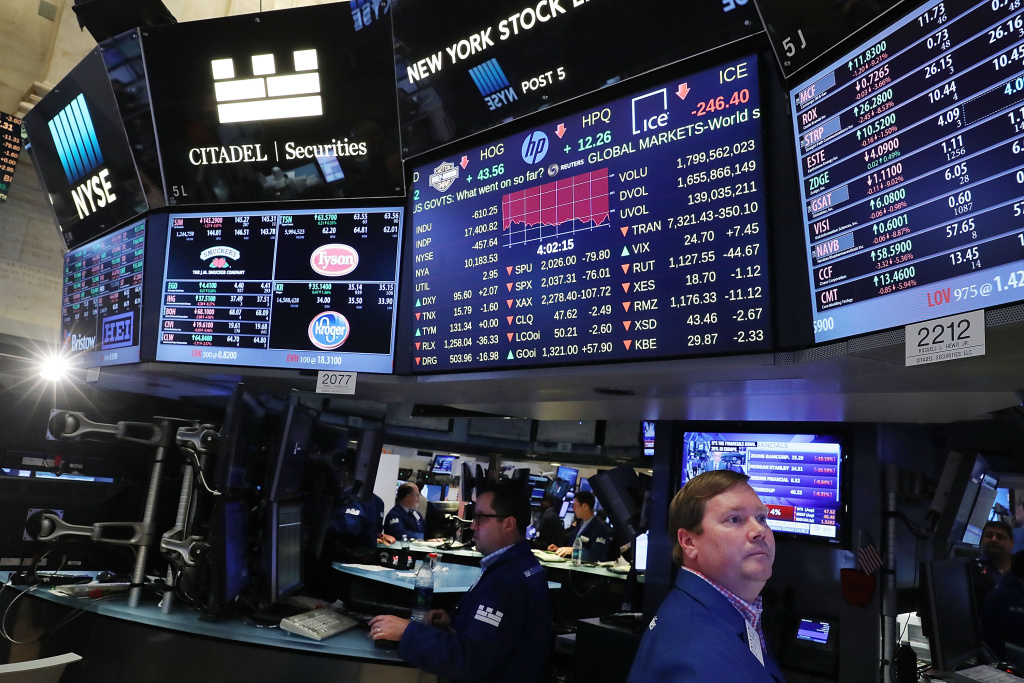 Traders work on the floor of the New York Stock Exchange (NYSE) following news that the United Kingdom has voted to leave the European Union on June 24, 2016 in New York City. The Dow Jones industrial average closed down over 600 points on the news with markets around the globe plunging.