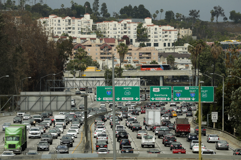 Traffic moves slowly on the 110 Freeway during afternoon rush hour in downtown Los Angeles on May 6, 2015.