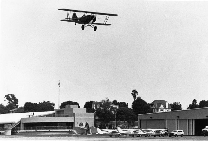 Susan Dusenbury takes off from the Santa Monica Airport, Aug. 19, 1989.