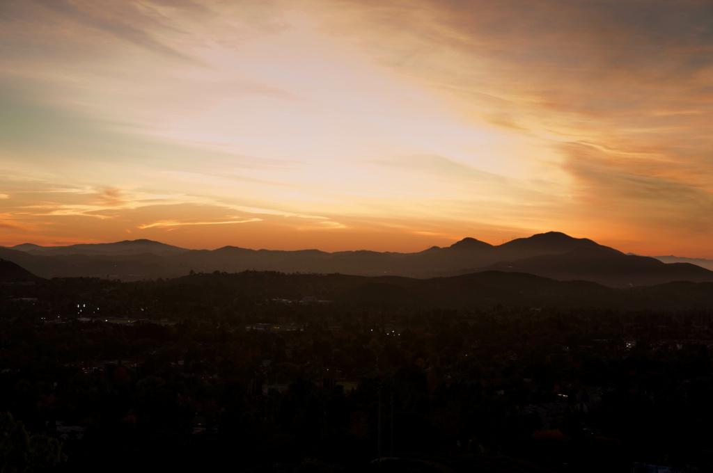 File: A sunset over Thousand Oaks.