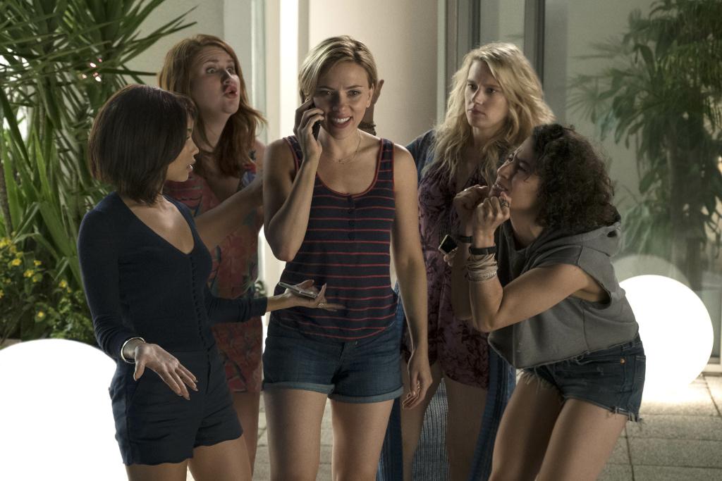 (L-R) Zoe Kravitz, Jillian Bell, Scarlett Johansson, Kate McKinnon and Ilana Glazer in Columbia Pictures'
