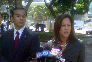 Los Angeles Mayor Antonio Villaraigosa, left, and San Francisco District Attorney Kamala Harris at a news conference announcing an initiative to crack down on truancy in L.A. schools, Oct. 8, 2010.