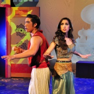 "Daniel Martinez as Aladdin and Sarah Kennedy as Princess Jasmín in ""Aladdin, Dual Language Edition"" playing at Casa 0101."
