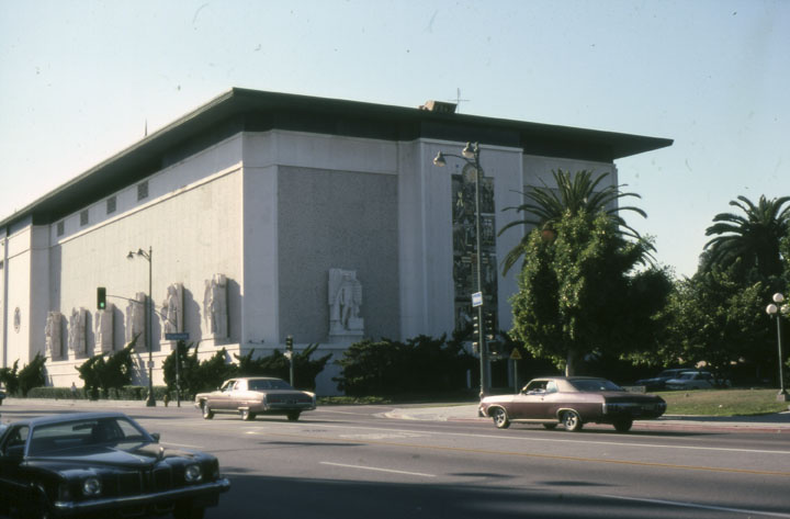 1978 view of the magnificent Scottish Rite Masonic Temple, at 4357 Wilshire Boulevard. The structure was designed by Millard Sheets and cost $4 million to build in 1961. It now houses the Marciano Art Foundation.