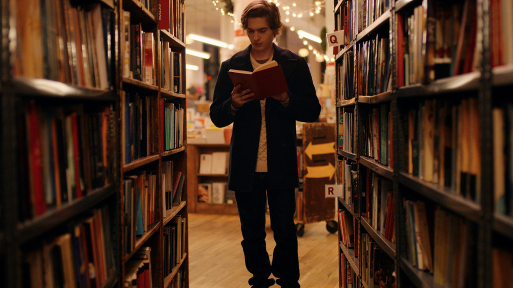 Austin Abrams plays Dash, one of the book-loving leads in Netflix's <em>Dash & Lily. </em>