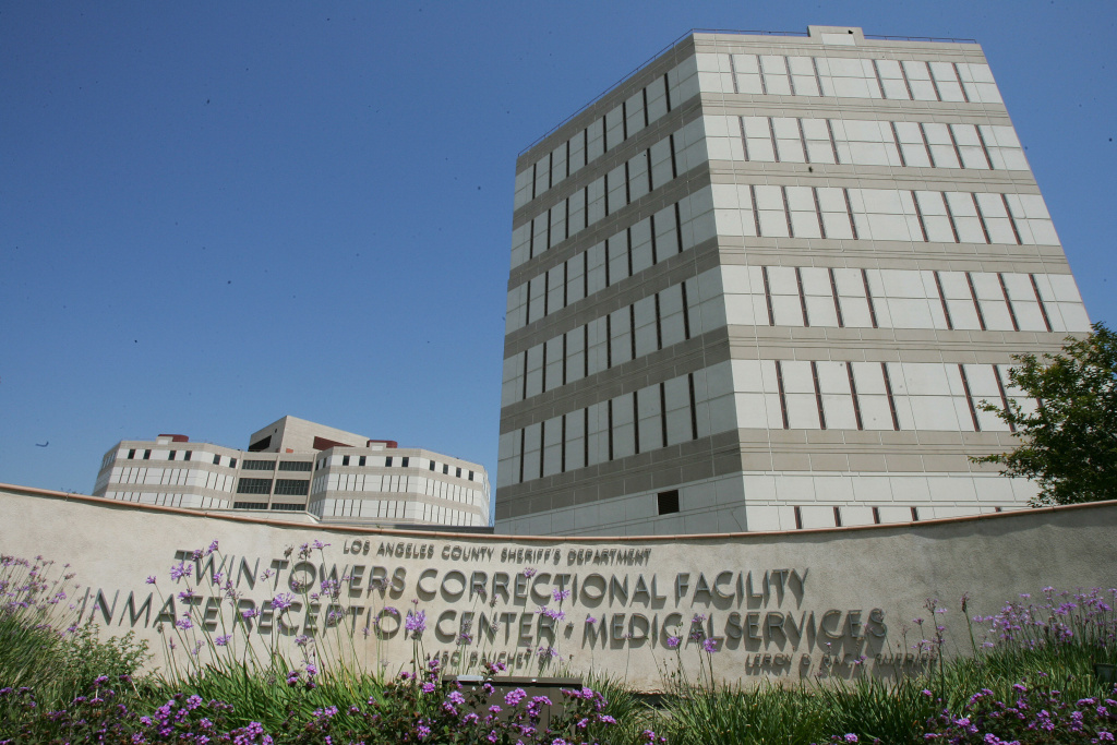Los Angeles, UNITED STATES: The Twin Towers Correctional Facility in Los Angeles where hotel heiress Paris Hilton is currently being held in custody for medical treatment, 08 June 2007 Los Angeles Superior Court Judge Michael Sauer ordered Hilton returned to a Los Angeles County jail to serve out the remainder of her 45-day sentence for violating probation in an alcohol-related reckless driving case.  AFP PHOTO / Robyn BECK (Photo credit should read ROBYN BECK/AFP/Getty Images)