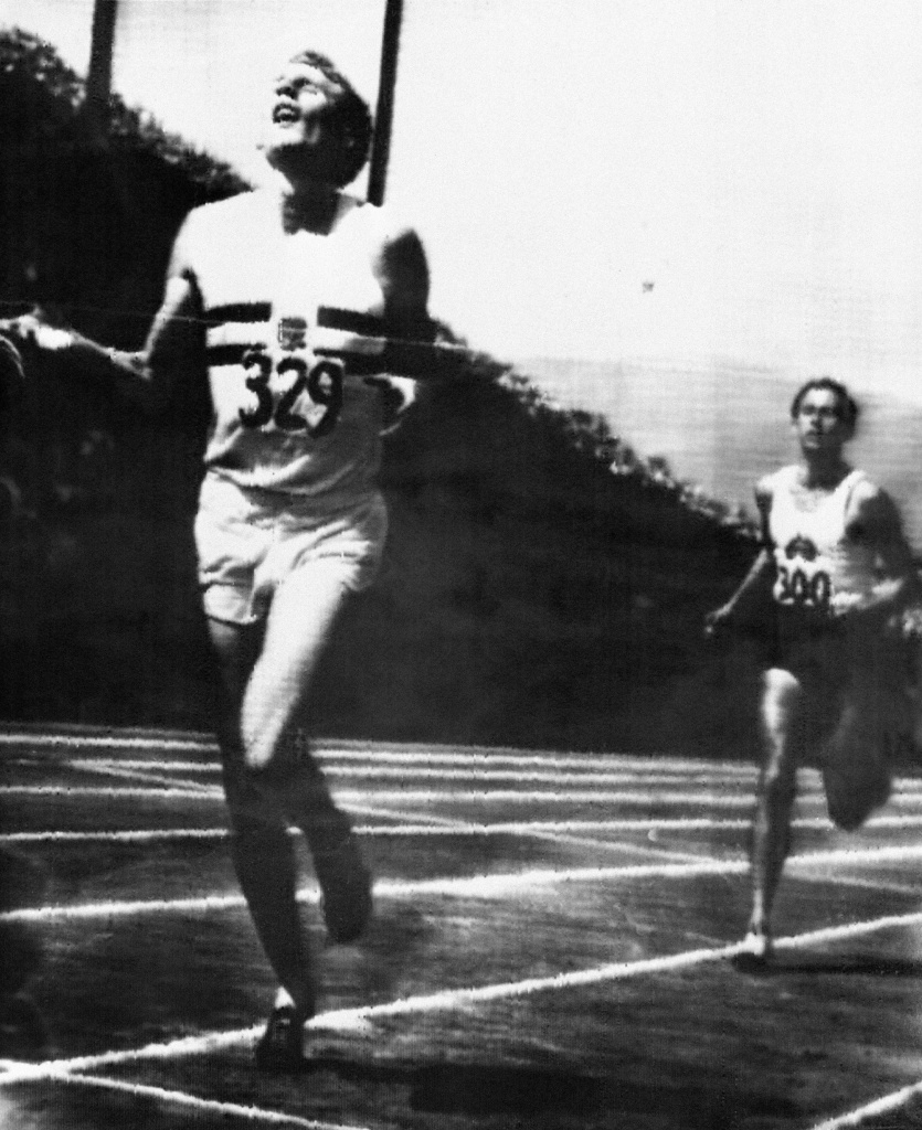 This file photo taken on August 8, 1954 shows British runner Roger Bannister (left) winning the race ahead of Australian competitor John Landy during the British Empire and Commonwealth Games in Vancouver.