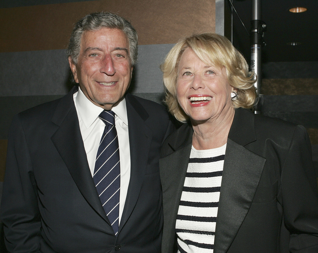 Singer Tony Bennett and gossip columnist Liz Smith at the surprise 80th birthday party for musician Bobby Short on September 12, 2004 at the Rainbow Room in New York City.