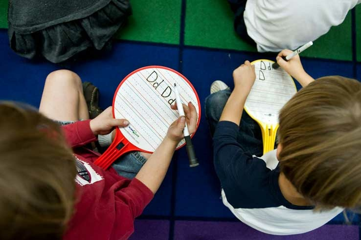How can dual immersion education help raise test scores? Do bilingual children learn better?