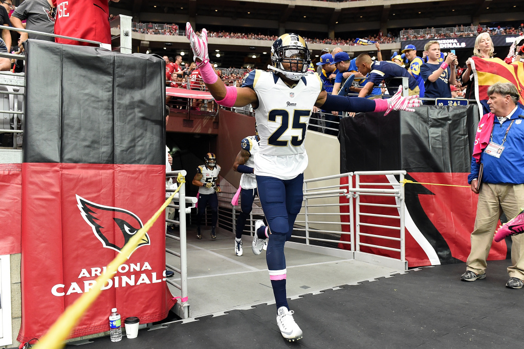 FILE PHOTO: Safety TJ McDonald #25 of the St Louis Rams runs onto the field before the NFL game against the Arizona Cardinals at University of Phoenix Stadium on October 4, 2015 in Glendale, Arizona.  (Photo by Norm Hall/Getty Images)