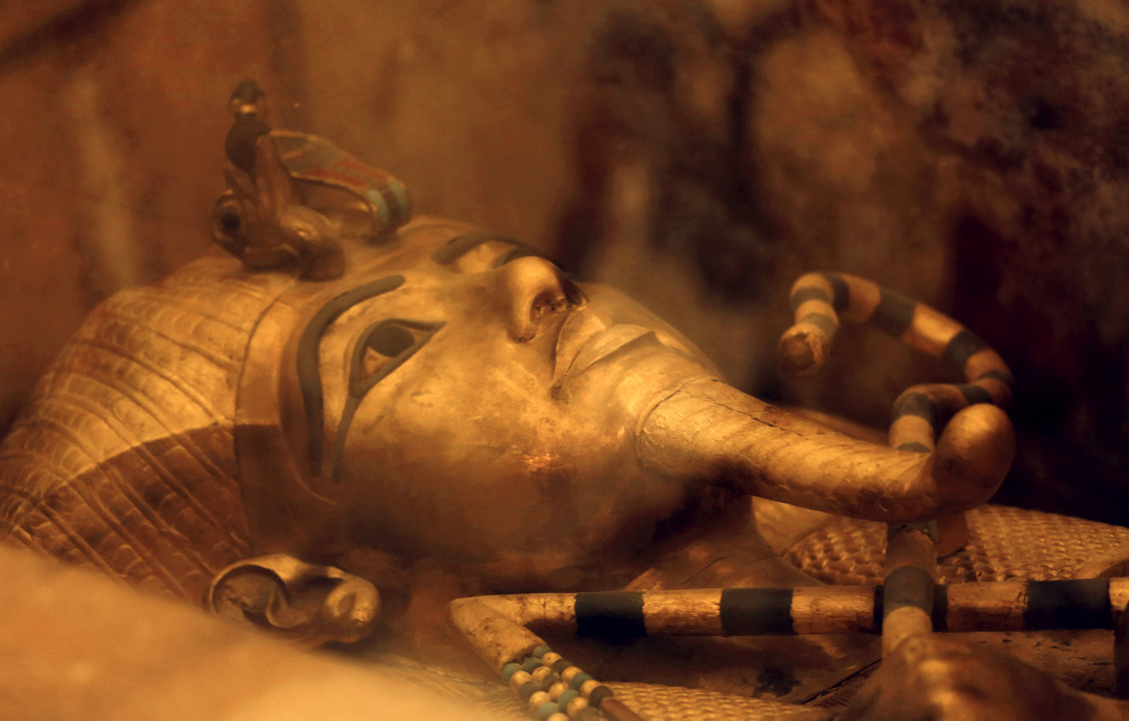 a look at the life of popular egyptian pharaoh king tut Ancient egyptians believed the soul left the body upon death, rejoined  life  and death  1334 bc – tutankhamun was made pharaoh of egypt  1917 –  howard carter begins his search for the tomb of tutankhamun.