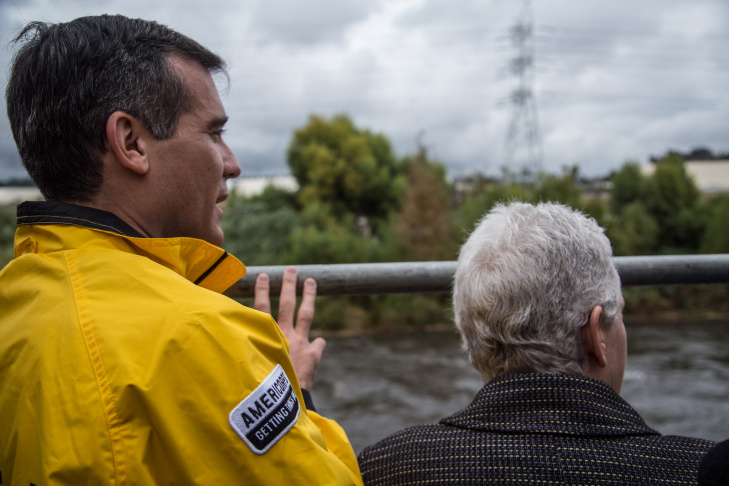 Los Angeles Mayor Eric Garcetti (yellow jacket) shows Environmental Protection Agency administrator Gina McCarthy a plan for restoring sections of the Los Angeles River.