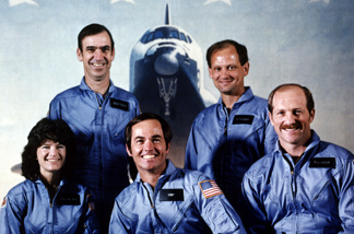 NASA astronaut Robert Crippen (C, first row), the Space Shuttle Challenger crew commander, pose in January 1983 in Johnson Space Center, Houston, with his crewmembers, Astronauts Frederick Hauck (R), Shuttle pilot, Sally Ride (L), John Fabian and Norman Thagard, mission specialists.