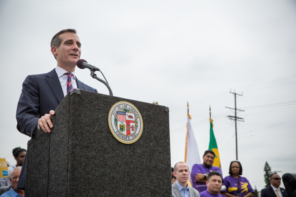 Los Angeles mayor Eric Garcetti says he will block new measures making it easier for LAPD to dismantle homeless encampments.