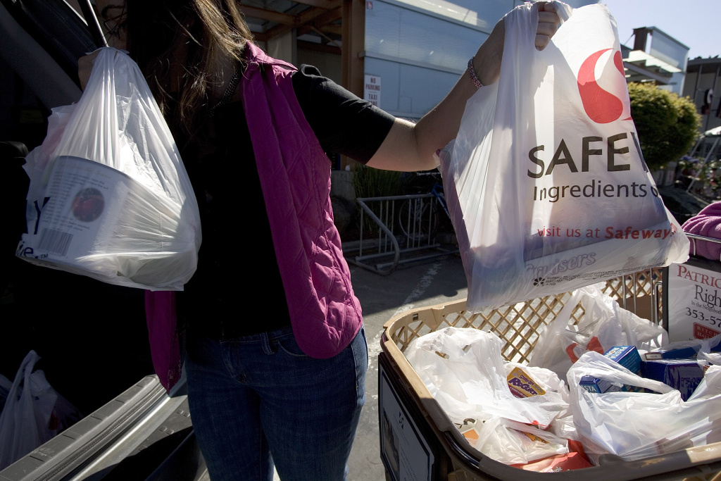 Los Angeles looks to become the largest metropolitan area with a ban on plastic bags