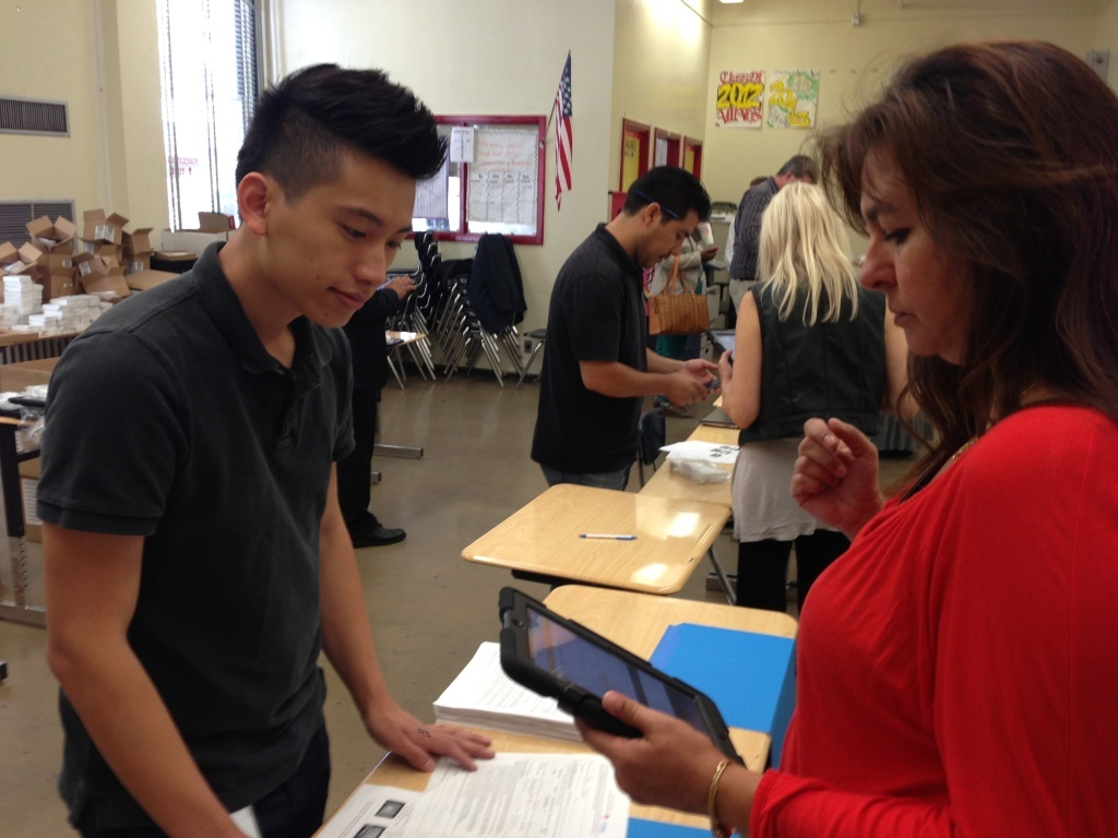 L.A. Unified is handing out iPads to 1,500 teachers in first part of technology program. When school starts next week, 30,000 students will start using the devices.