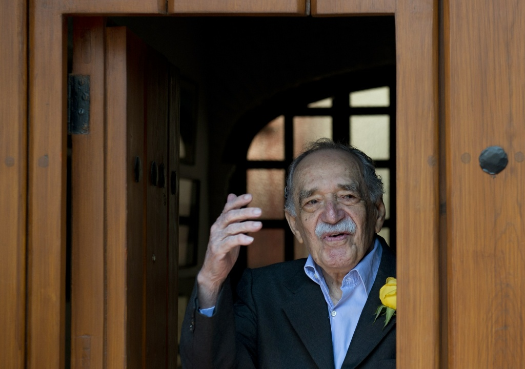 Nobel Literature prize-winning writer and journalist, Colombian Gabriel Garcia Marquez, waves while coming out from his house to meet the press during his 87th birthday, in Mexico City, on March 6, 2014.