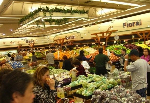The produce section scene at the Super King in Glassell Park, April 2011