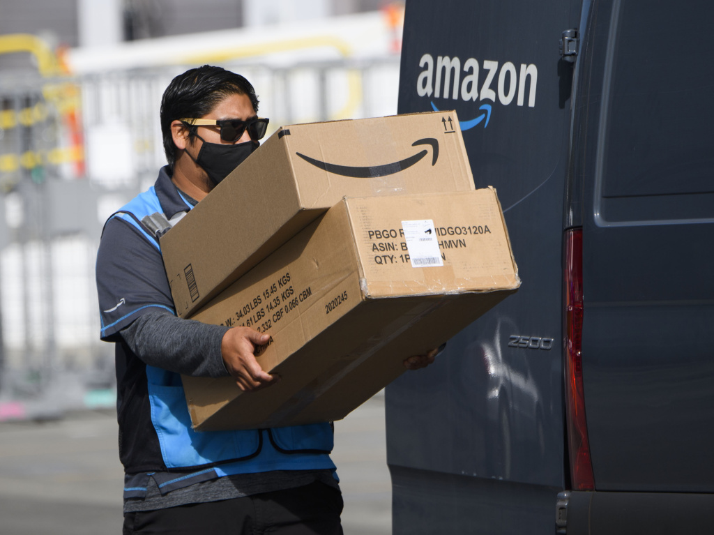 The Teamsters, which represents 1.4 million workers nationwide, introduced a resolution making organizing Amazon workers across the country a top priority.