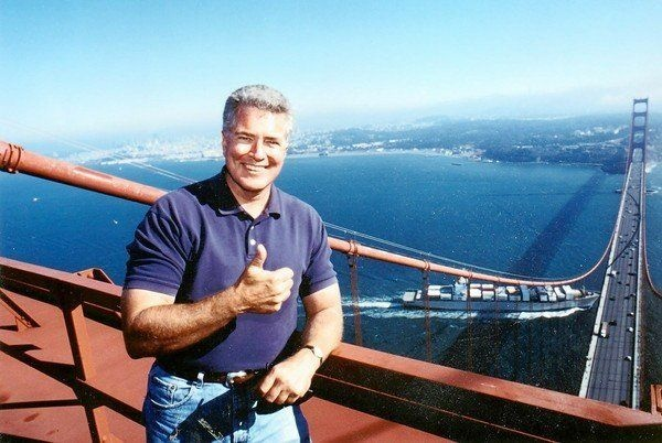 Huell Howser on the Golden Gate bridge