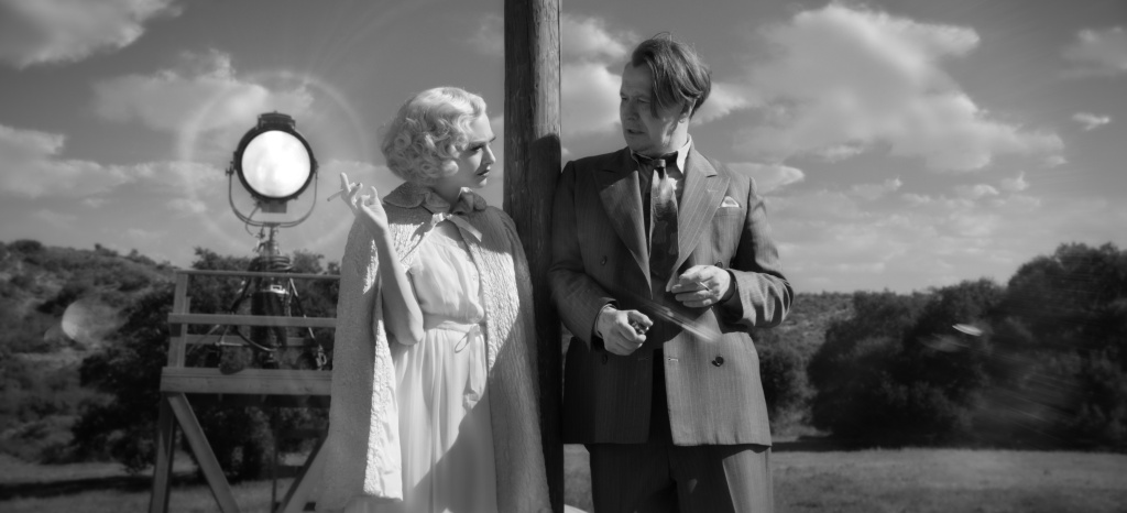 Amanda Seyfried as Marion Davies and Gary Oldman as Herman Mankiewicz in