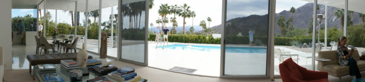 Front courtyard of the Palm Springs