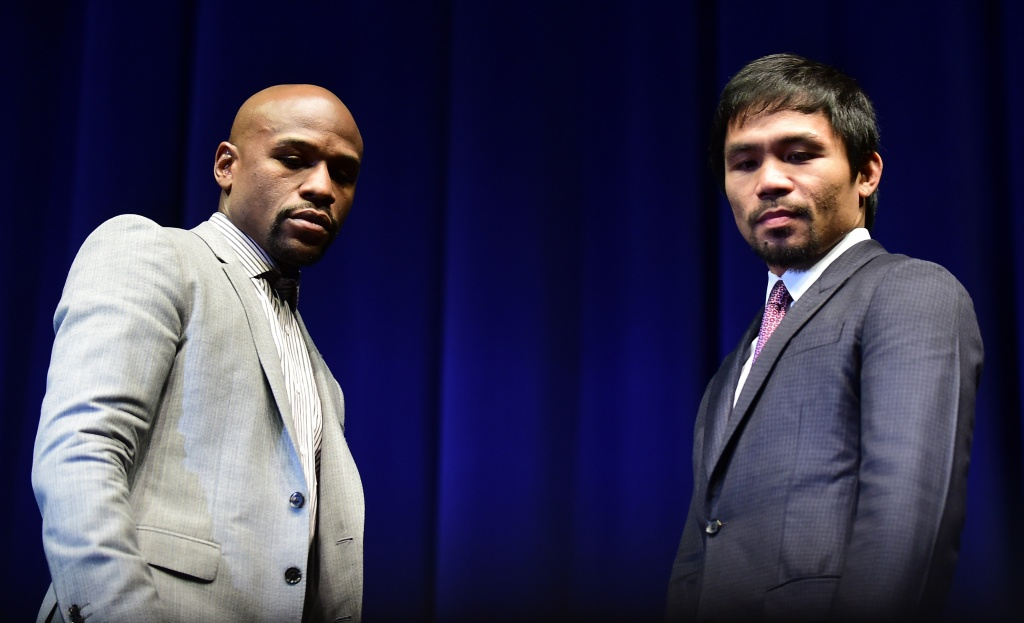 Boxers Manny Pacquiao (R) from the Philippines and Floyd Mayweather from the US look down while posing during a press conference on March 11, 2015 in Los Angeles, California, to launch the countdown to their May 2, 2015 super-fight in Las Vegas.