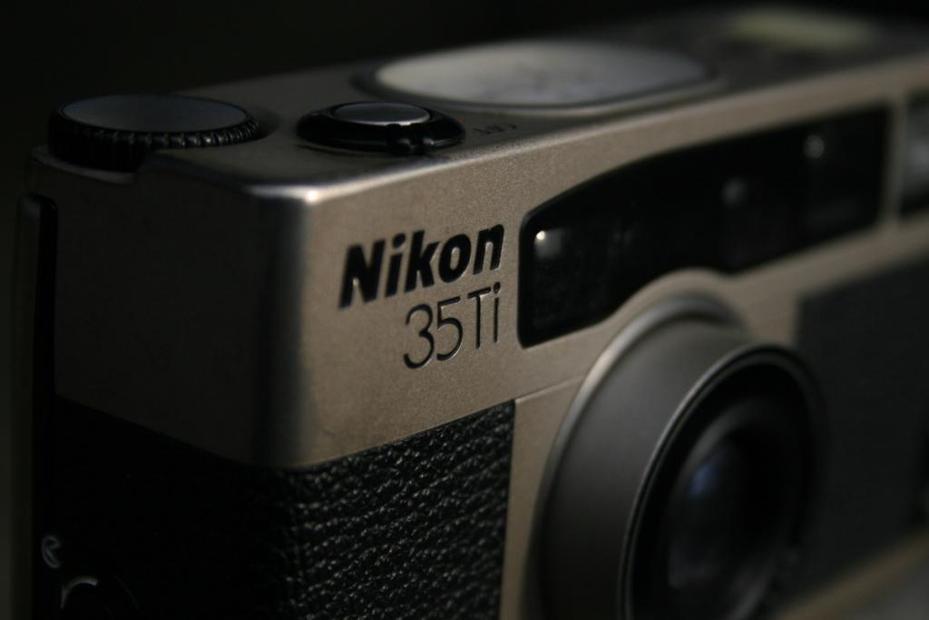 A Nikon 35Ti camera.